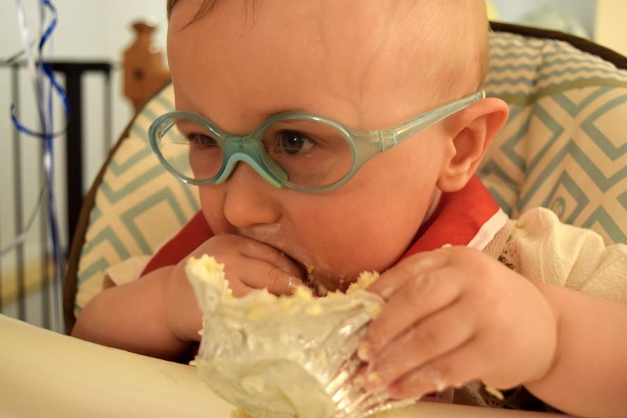 DSC_3992-grant-eating-cupcake