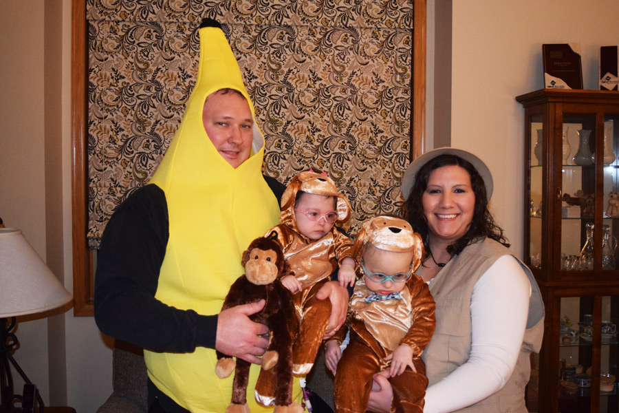 Halloween 2015: Monkeys, banana and zookeeper.
